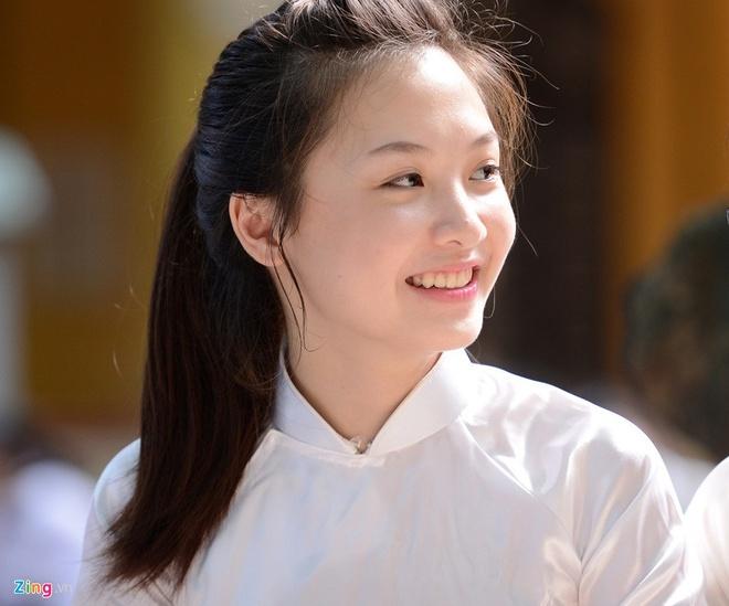 4 nu sinh Phan Dinh Phung 'gay thuong nho' trong ta ao dai trang hinh anh 10