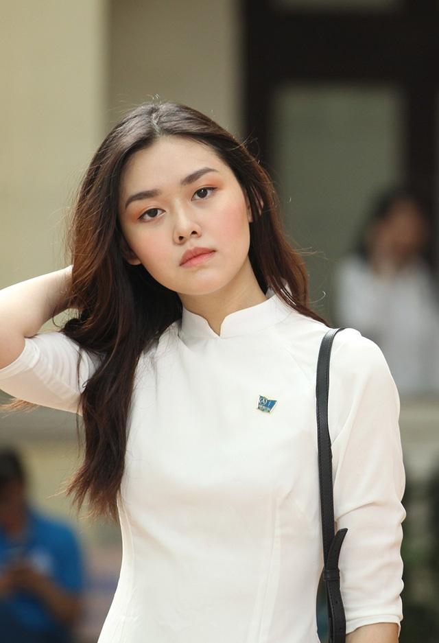 4 nu sinh Phan Dinh Phung 'gay thuong nho' trong ta ao dai trang hinh anh 5