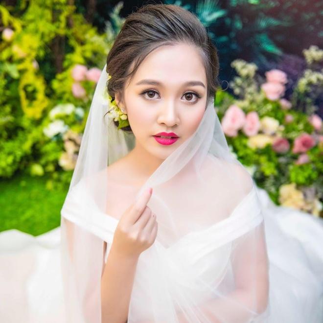 Hot girl 'Banh duc co xuong' Ha Anh lay chong o tuoi 21 hinh anh 2