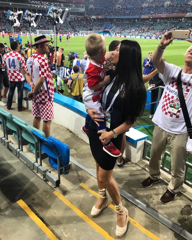 Khoanh khac an mung de thuong cua hau ve tuyen Croatia va con trai hinh anh 8