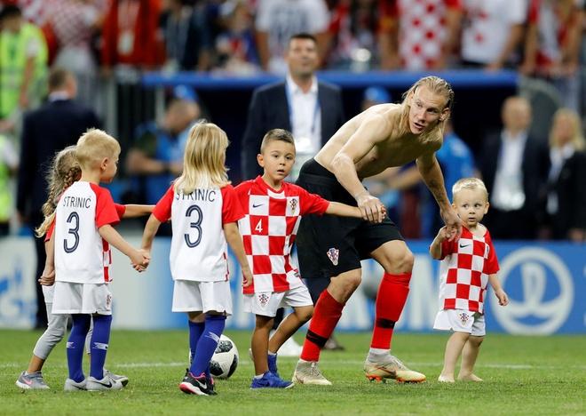 Khoanh khac an mung de thuong cua hau ve tuyen Croatia va con trai hinh anh 12