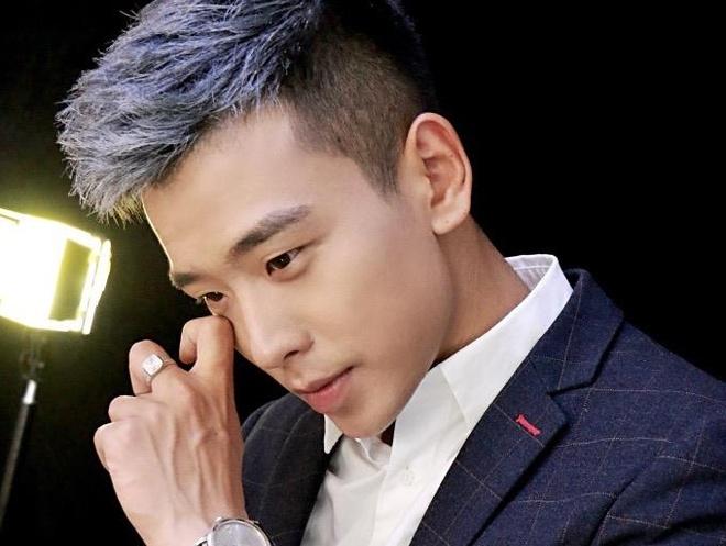 Soai ca Trung Quoc noi nhung cau ngon tinh 'don tim' chi em la ai? hinh anh