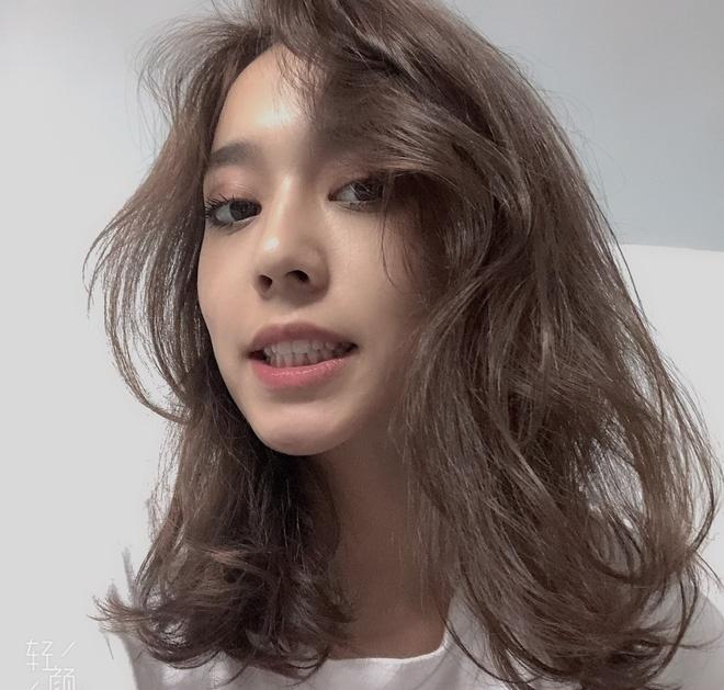 Hot girl Tan Cuong 10X moi noi, duoc khen giong Dich Le Nhiet Ba hinh anh 4