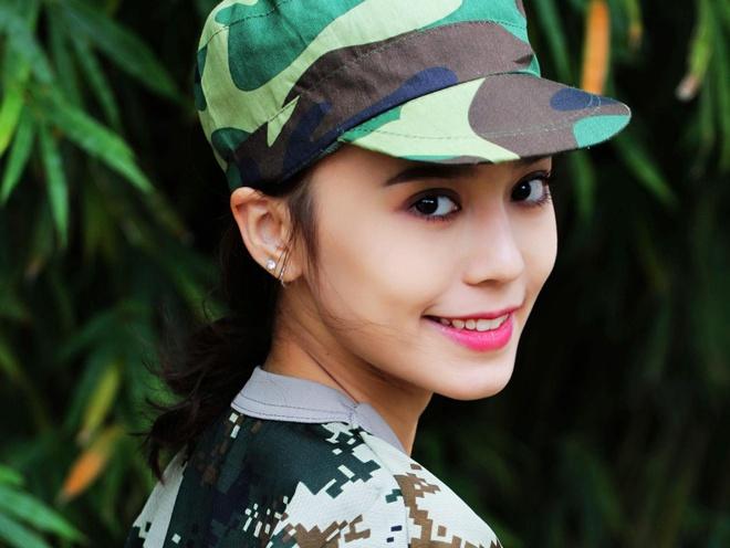 Hot girl Tan Cuong 10X moi noi, duoc khen giong Dich Le Nhiet Ba hinh anh