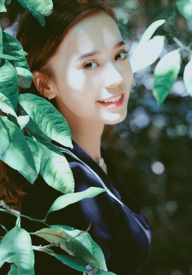 Hot girl Tan Cuong 10X moi noi, duoc khen giong Dich Le Nhiet Ba hinh anh 8