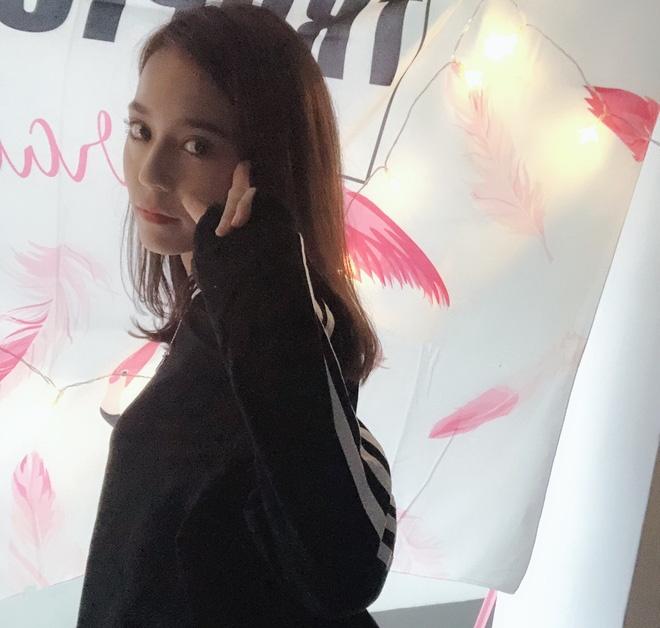 Hot girl Tan Cuong 10X moi noi, duoc khen giong Dich Le Nhiet Ba hinh anh 5