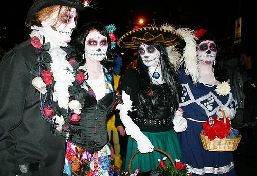 11 bi mat chua ke ve Halloween khien ban 'son toc gay' hinh anh