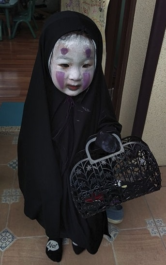 Thay giao Khanh Hoa hoa thanh Vo Dien trong tiec Halloween o lop hinh anh 5