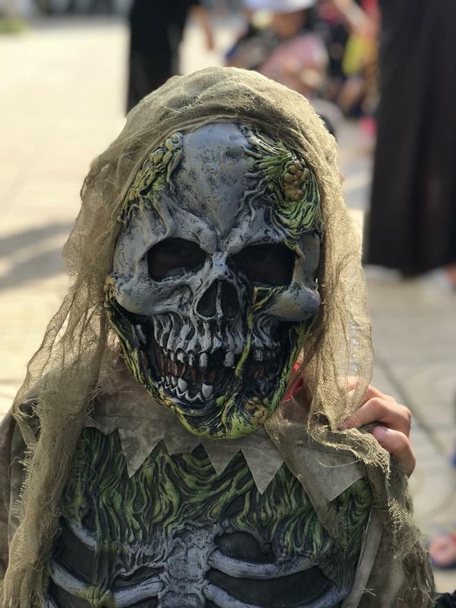 Cac em be chiu choi va man hoa trang 'dinh nhat' mua Halloween hinh anh 17