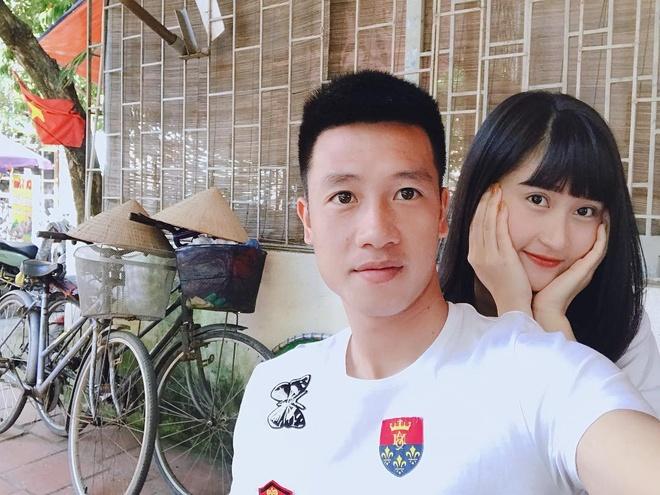 Ban gai Tien Dung, Huy Hung gui loi chuc toi doi VN truoc tran gap Lao hinh anh 4