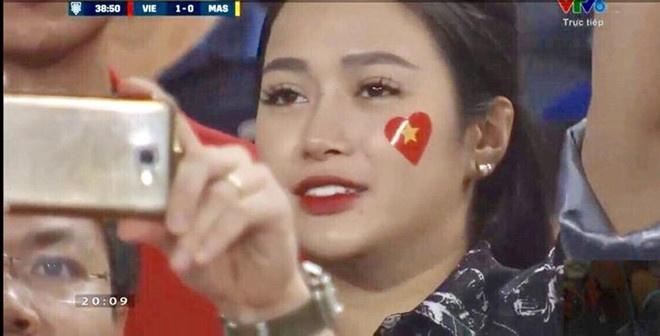 4 co gai bong dung noi tieng nho den san co vu doi tuyen Viet Nam hinh anh 7