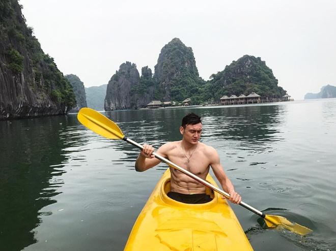 Thu mon Lam Tay va ban gai tin don dang anh an bun cha tren Instagram hinh anh 3