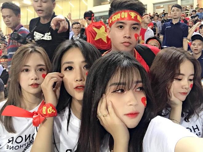 Nu CDV xinh dep tren san My Dinh: 'Viet Nam se thang 2-0 o chung ket' hinh anh 3