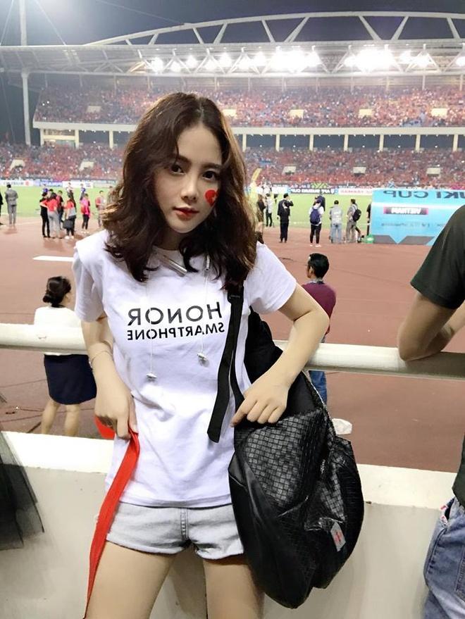 Nu CDV xinh dep tren san My Dinh: 'Viet Nam se thang 2-0 o chung ket' hinh anh 2