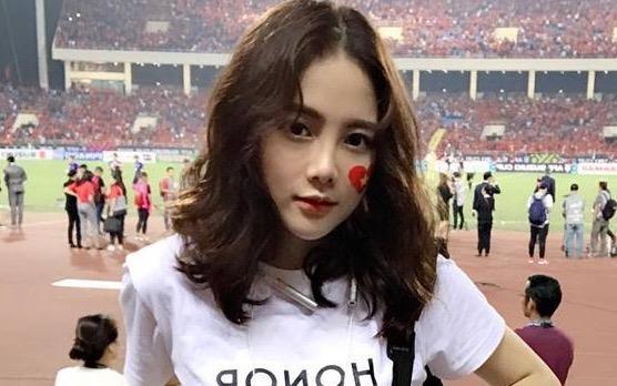 Nu CDV xinh dep tren san My Dinh: 'Viet Nam se thang 2-0 o chung ket' hinh anh