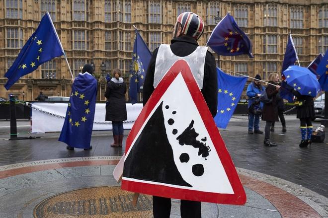 'Han chot' den gan, dam phan Brexit van be tac hinh anh