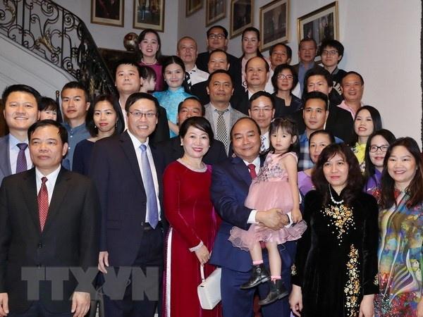 Thu tuong Nguyen Xuan Phuc gap ba con cong dong nguoi Viet tai Bi hinh anh