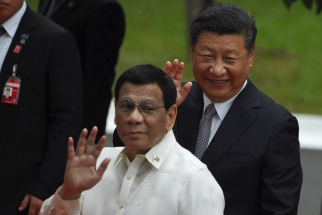 Ong Tap den Philippines, tim kiem 'cau vong sau mua' voi TT Duterte hinh anh