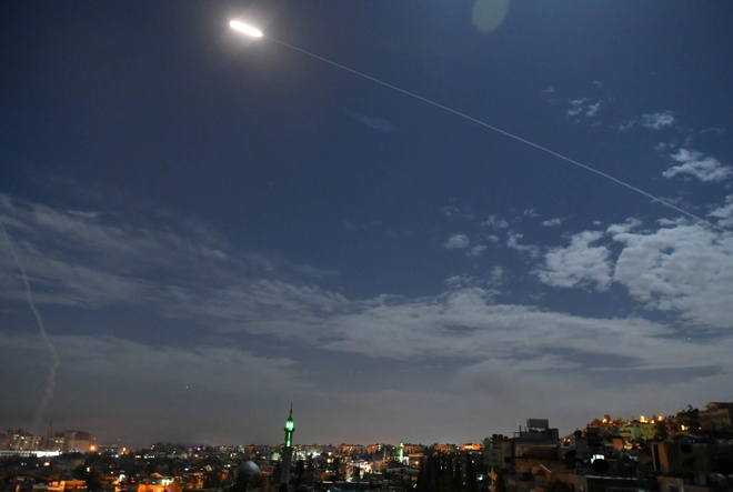 Syria ban ha hon 30 ten lua hanh trinh va bom dan duong cua Israel hinh anh