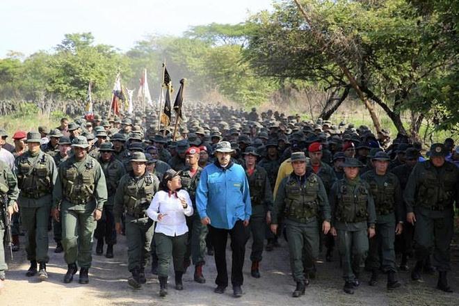 Ong Maduro keu goi quan doi 'san sang bao ve to quoc' hinh anh 1