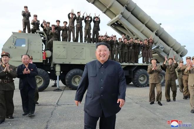 Ong Kim Jong Un chi dao thu 'be phong da ten lua sieu to' hinh anh 1