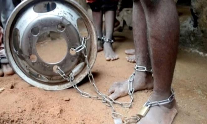 Giai cuu 259 nguoi bi giam cam va xieng xich o Nigeria hinh anh 1