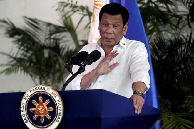 Philippines cam nhap canh 2 thuong nghi si My, doa siet quy dinh visa hinh anh 1 duterte_reuters.jpg