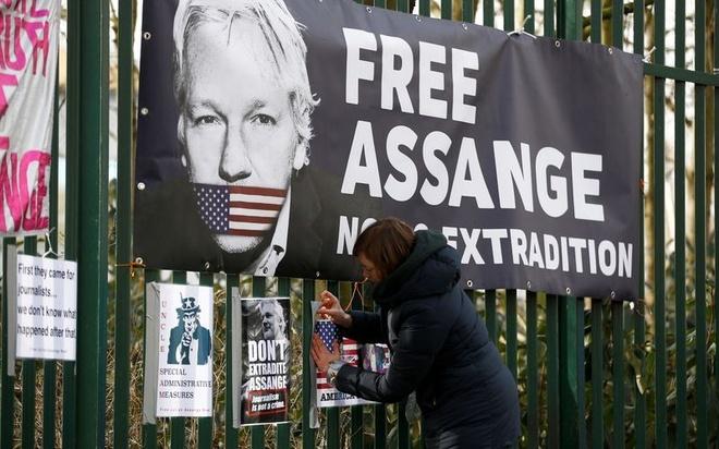Julian Assange WikiLeaks anh 1