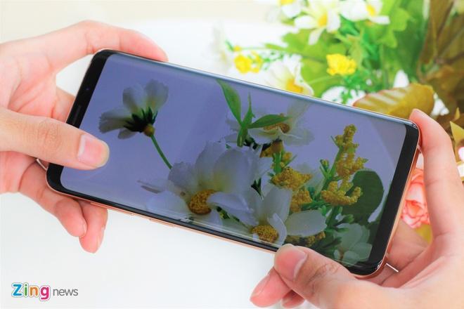 Anh thuc te Galaxy S9+ phien ban mau hoang kim tai VN hinh anh 7
