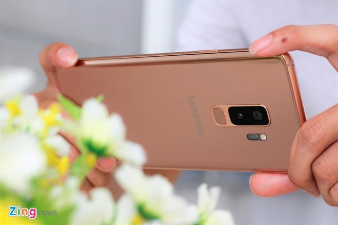 Anh thuc te Galaxy S9+ phien ban mau hoang kim tai VN hinh anh 8