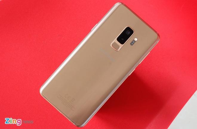 Anh thuc te Galaxy S9+ phien ban mau hoang kim tai VN hinh anh 9