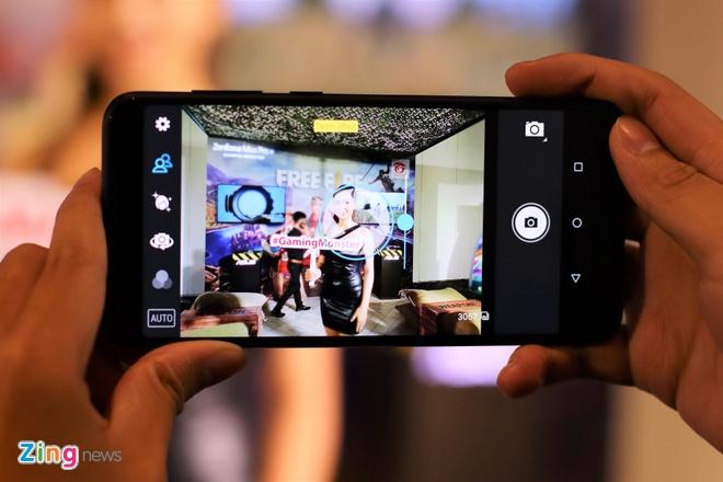 Asus ban Zenfone 5Z giong iPhone X gia 12,5 trieu tai VN hinh anh 9