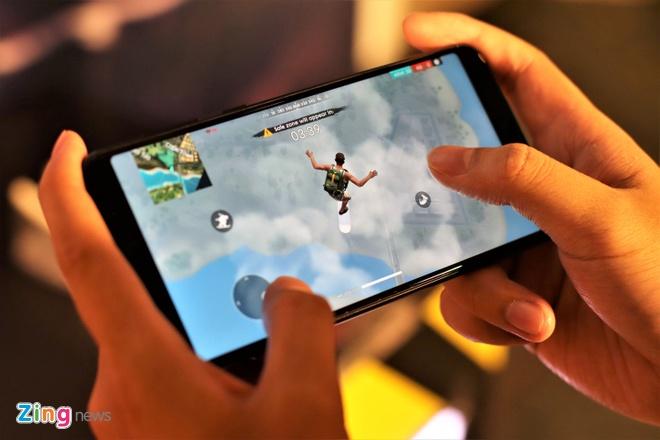 Asus ban Zenfone 5Z giong iPhone X gia 12,5 trieu tai VN hinh anh 8