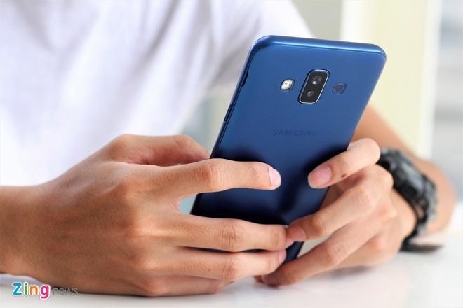 Trai nghiem Galaxy J7 Duo: Smartphone camera kep gia tot cua Samsung hinh anh 2