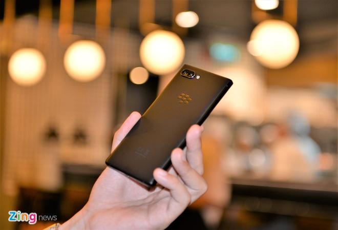 BlackBerry Key2 ra mat tai VN gia 16,9 trieu dong hinh anh 2