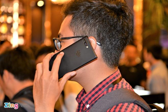 BlackBerry Key2 ra mat tai VN gia 16,9 trieu dong hinh anh 9
