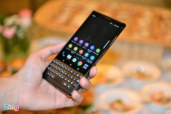 BlackBerry Key2 ra mat tai VN gia 16,9 trieu dong hinh anh 3