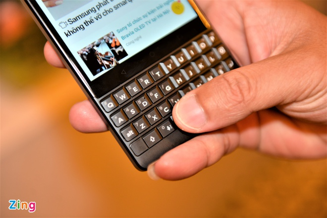 BlackBerry Key2 ra mat tai VN gia 16,9 trieu dong hinh anh 4