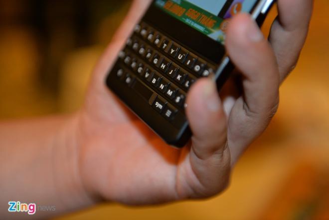 BlackBerry Key2 ra mat tai VN gia 16,9 trieu dong hinh anh 5