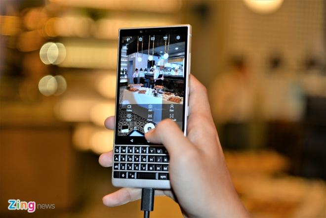 BlackBerry Key2 ra mat tai VN gia 16,9 trieu dong hinh anh 7