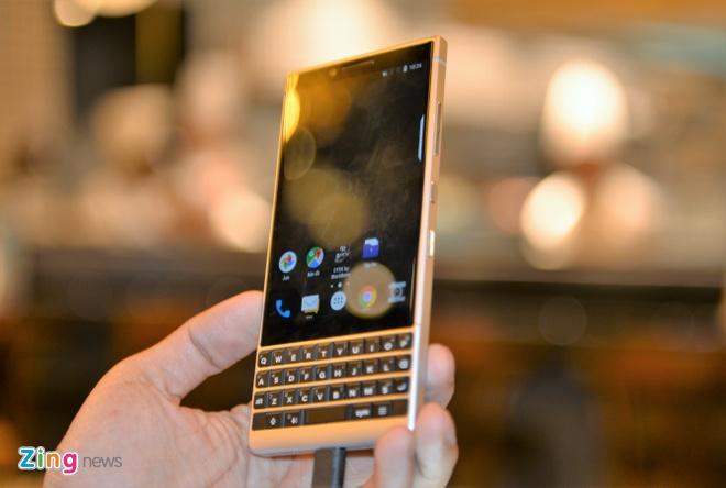 BlackBerry Key2 ra mat tai VN gia 16,9 trieu dong hinh anh 10