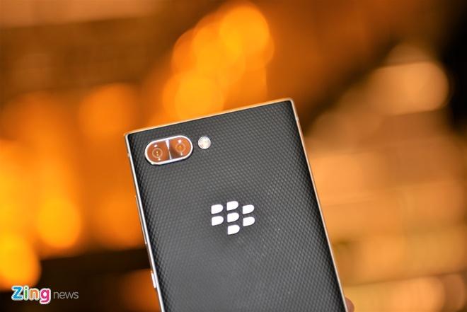BlackBerry Key2 ra mat tai VN gia 16,9 trieu dong hinh anh 6