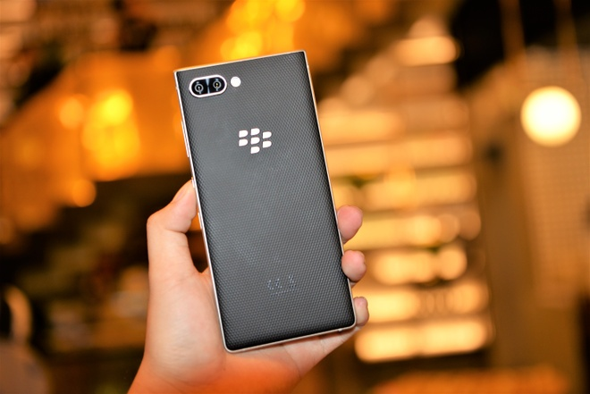 BlackBerry Key2 ra mat tai VN gia 16,9 trieu dong hinh anh