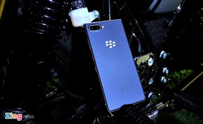 BlackBerry KEY2 LE ra mat tai Viet Nam anh 1