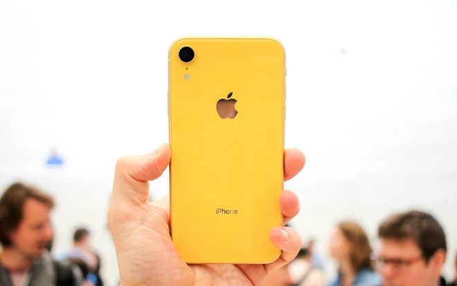 Chua ve Viet Nam, iPhone XR da loan gia hinh anh