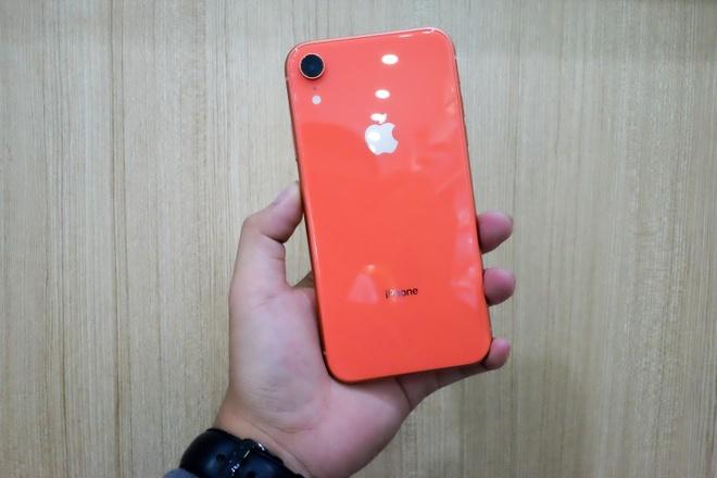Trai nghiem nhanh iPhone Xr vua ve Viet Nam hinh anh