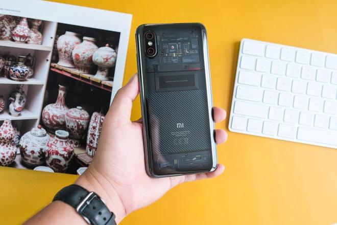 Chi tiet Xiaomi Mi 8 Pro vua ve VN - mat lung la, gia cao hinh anh