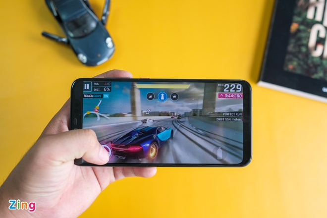 Chi tiet Xiaomi Mi 8 Pro vua ve VN - mat lung la, gia cao hinh anh 9