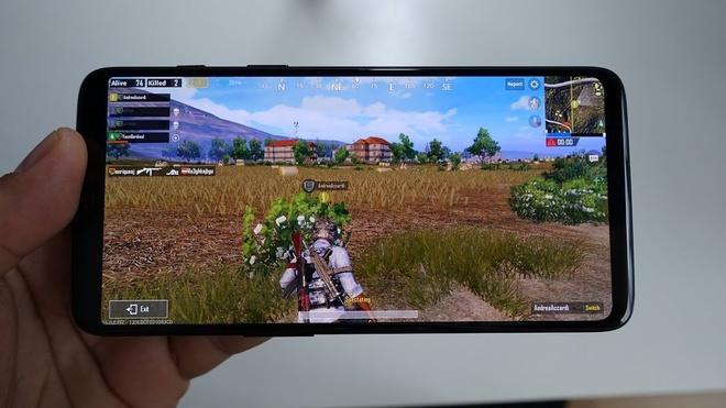 Tựa game hay nhất năm 2018 thuộc về PUBG mobile. Đây là tựa game sinh tồn nổi tiếng trên PC. Trong game, 100 người chơi sẽ được thả xuống một hòn đảo và họ phải tự chiến đấu với nhau để giành chiến thắng. Tháng 3/2018, PUBG Mobile chính thức ra mắt miễn phí trên iOS và Android. Ảnh: MGT.