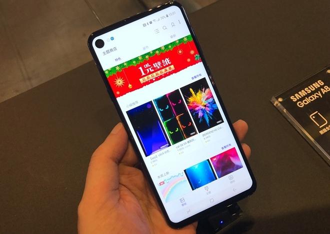 Galaxy A8s ra mat - man hinh 'not ruoi', 3 camera sau hinh anh